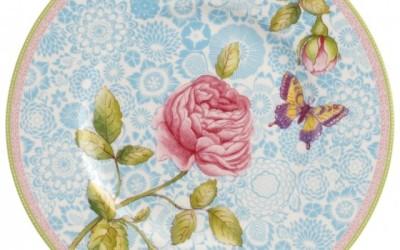 Decorazioni moderne con fantasie di rose in un nostalgico stile arte povera  Rose Cottage