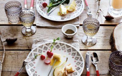 Artesano Montagne porta una scia romantica in stile chalet in sala da pranzo ed in cucina